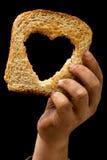 Rebanada de pan en la mano sucia del niño fotografía de archivo libre de regalías