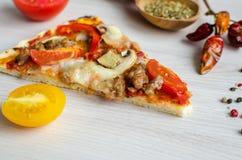 Rebanada de pizza caliente del italiano de la carne Foto de archivo libre de regalías
