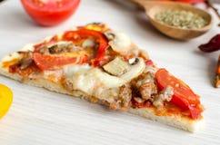 Rebanada de pizza caliente del italiano de la carne Fotografía de archivo libre de regalías