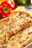 Rebanada de pizza de queso imagen de archivo libre de regalías