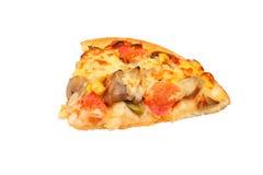 Rebanada de pizza fresca con los salchichones Fotos de archivo libres de regalías