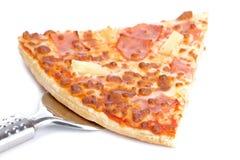 Rebanada de pizza italiana sabrosa Fotografía de archivo libre de regalías
