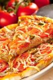 Rebanada de pizza vegetariana fotografía de archivo libre de regalías