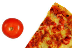 Rebanada de pizza y de tomate imagen de archivo libre de regalías