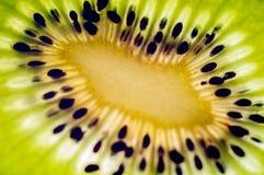 Rebanada de primer del kiwi Imagenes de archivo