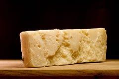 Rebanada de queso de parmesano imágenes de archivo libres de regalías