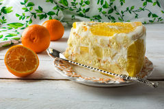 Rebanada de tarta blanca deliciosa de la fruta de la jalea Fotos de archivo libres de regalías