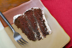 Rebanada de torta de chocolate húmeda rica Imagen de archivo libre de regalías