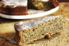 Rebanada de torta de la amapola Fotos de archivo libres de regalías