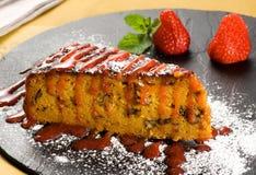 Rebanada de torta de zanahoria fresca deliciosa Foto de archivo libre de regalías