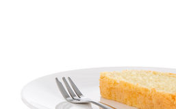 Rebanada de torta hecha en casa fresca de la mantequilla en una placa Imagen de archivo