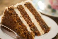 Rebanada decadente de torta de zanahoria Imágenes de archivo libres de regalías