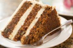 Rebanada decadente de torta de zanahoria Foto de archivo