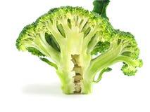 Rebanada del bróculi en el fondo blanco, cierre para arriba Imagenes de archivo