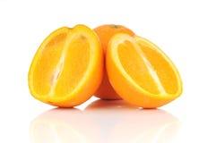 Rebanada del ingenio dos de las frutas de la naranja de la cal Imágenes de archivo libres de regalías
