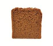 Rebanada del pan de Brown aislada en el fondo blanco Fotos de archivo libres de regalías