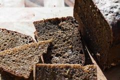Rebanada del pan negro Fotos de archivo libres de regalías