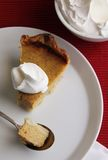 Rebanada del pastel de calabaza Fotografía de archivo libre de regalías