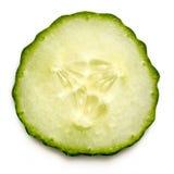 Rebanada del pepino aislada en la visión superior blanca con la sombra Imagen de archivo