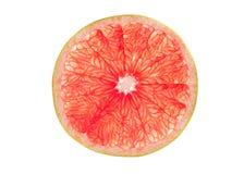 Rebanada del pomelo rosado aislada en blanco Fotos de archivo libres de regalías