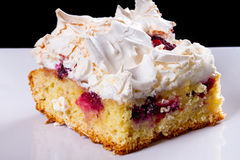 Rebanada deliciosa de torta en la placa Imagen de archivo libre de regalías