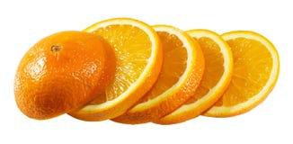 Rebanadas anaranjadas aisladas en el fondo blanco Imagen de archivo