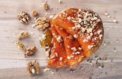 Rebanadas apetitosas de la calabaza con la miel y las nueces Imagen de archivo