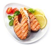 Rebanadas asadas a la parrilla del filete de color salmón Imágenes de archivo libres de regalías