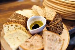 Rebanadas de baguette y de aceite Imagen de archivo
