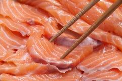 Rebanadas de color salmón para el sashimi Imagen de archivo libre de regalías