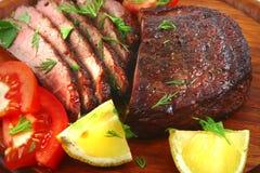 Rebanadas de la carne de la carne de vaca de carne asada Imagenes de archivo