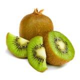 Rebanadas de la fruta de kiwi aisladas en el fondo blanco Foto de archivo libre de regalías