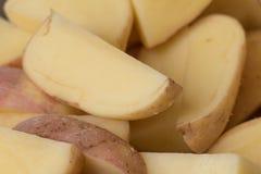 Rebanadas de la patata cruda, primer imagen de archivo