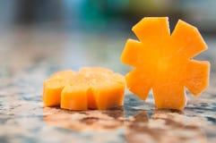 Rebanadas de la zanahoria aisladas en un granito Fotos de archivo libres de regalías