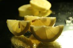 Rebanadas de los limones Fotos de archivo libres de regalías