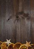 Rebanadas de madera de la naranja del fondo de la Navidad Imagen de archivo