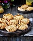 Rebanadas de manzanas frescas cocidas en pasta Foto de archivo libre de regalías