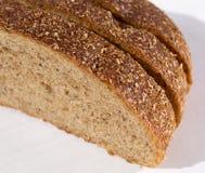 Rebanadas de pan con los cereales Fotografía de archivo