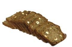 Rebanadas de pan de centeno con las tuercas Imágenes de archivo libres de regalías