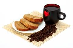 Rebanadas de pan y de taza imagen de archivo libre de regalías