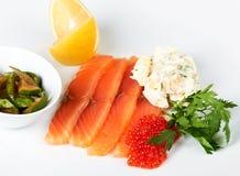 Rebanadas de pescados rojos con el caviar Imágenes de archivo libres de regalías