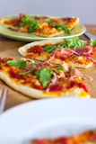 Rebanadas de pizza italiana del estilo Foto de archivo libre de regalías