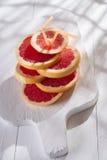 Rebanadas de pomelo rojo Foto de archivo libre de regalías