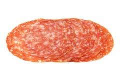 Rebanadas de salami ahumado de la salchicha aislado Fotografía de archivo libre de regalías