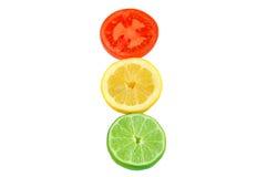 Rebanadas de tomate, de limón y de cal. imagen de archivo libre de regalías
