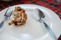 Rebanadas de una carne en plato Imagen de archivo