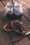 Rebanadas del pan con un atasco Fotografía de archivo libre de regalías