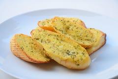 Rebanadas del pan del ajo y de la hierba Imagen de archivo libre de regalías