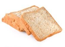 Rebanadas del pan fresco aisladas en el fondo blanco Foto de archivo