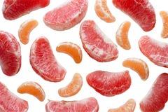 Rebanadas del pomelo y de la mandarina imagenes de archivo